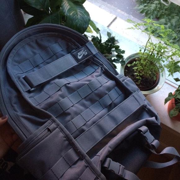 ccaa70f355 Grey Nike SB Skateboarding Utility Backpack. M 5b541ab60e3b869f0b43a9c4